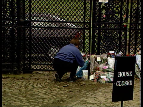 channel 4 news special on the death of diana princess of wales vox pops people in london sot people laying flowers outside kensington palace... - mourning stock videos & royalty-free footage