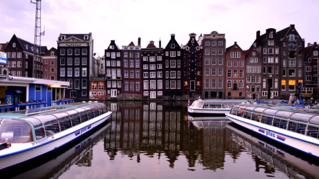 channel in downtown amsterdam netherlands at twilight - twilight stock videos & royalty-free footage