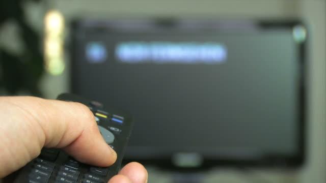 vídeos y material grabado en eventos de stock de canal de surf - mando a distancia