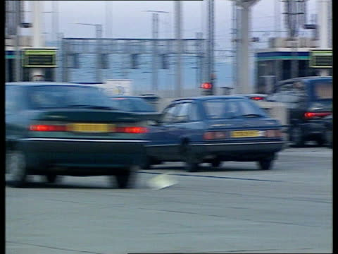 ; a)nat: itn england: kent: folkestone: ext motorists queing at gates waiting to board the eurotunnel for the continent l-r tgv cars queing - the cars stock videos & royalty-free footage