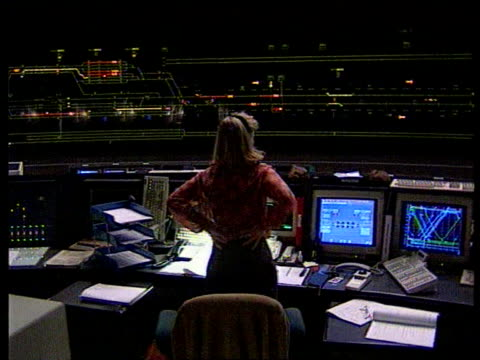 itn england kent folkestone bv woman standing at desk with computers for monitoring the trains - la manica video stock e b–roll