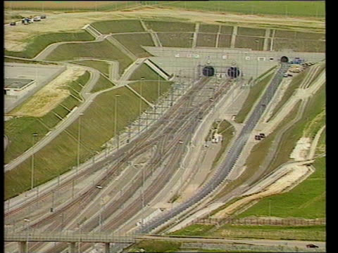 dnaf england kent folkestone entrance to channel tunnel london waterloo gv terminal from where eurostar trains will depart gv empty terminal with... - la manica video stock e b–roll