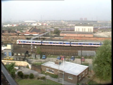 channel tunnel rail link route channel tunnel rail link route itn lib stratford tms network southeast electric train pan rl as along ms diesel engine... - kettenglied stock-videos und b-roll-filmmaterial