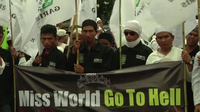 chanting islamic radicals burnt effigies of miss world beauty pageant organisers and branded them infidels during an angry protest in host country... - miss world pageant stock videos & royalty-free footage