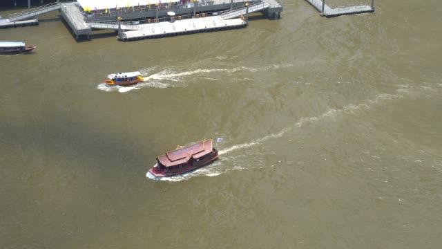 chao phraya express boat in bangkok, thailand - chao phraya delta stock-videos und b-roll-filmmaterial