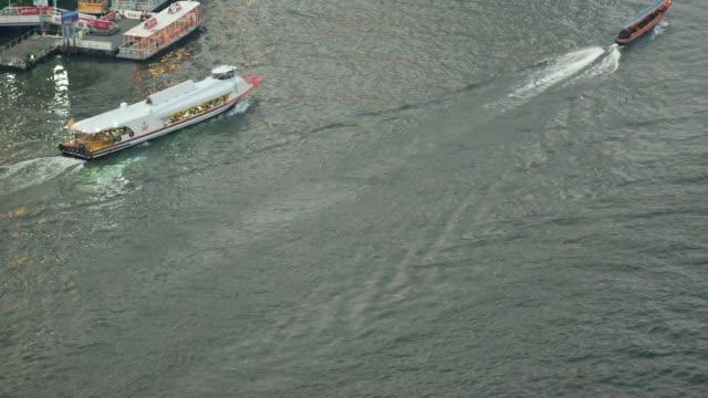 チャーオ ・ プラヤー川チャオプラヤー ・ エクスプレス ・ ボート - チャオプラヤ川点の映像素材/bロール