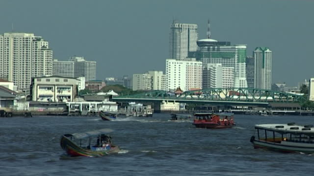 chao phraya river view of river traffic and the bangkok skyline - temple building stock videos & royalty-free footage