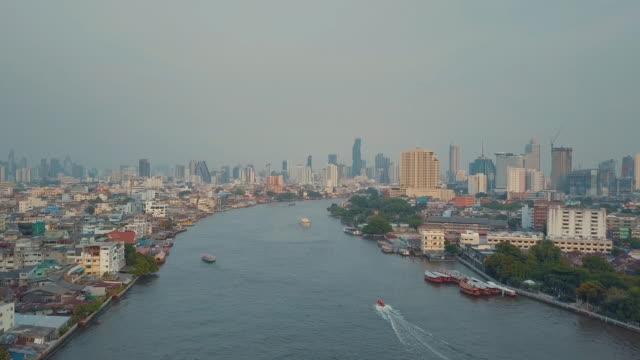バンコク、チャオプラヤー川空中ショット - クワッドコプター点の映像素材/bロール