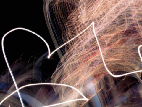 Chaotic light trails