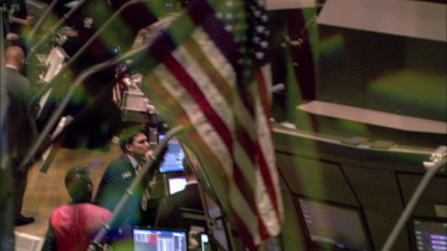 a chaotic look at new york stock exchange. available in hd. - market trader stock videos & royalty-free footage