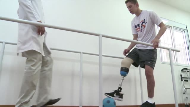 Chapeco goalkeeper Jakson Follmann lost his leg in the plane crash in Colombia but he's now determined to get back to sport as he learns to walk with...