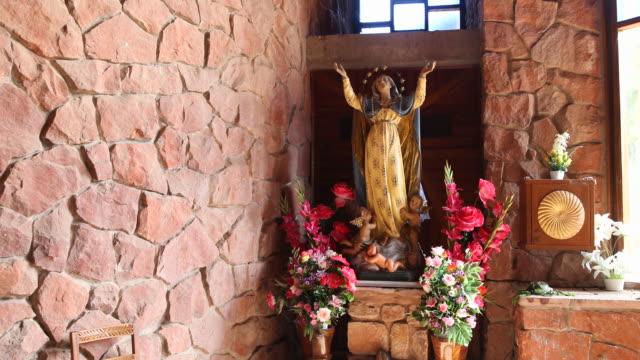 chapel at cerro chochis - figura femminile video stock e b–roll