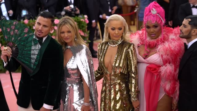 char defrancesco, kate moss, rita ora, lizzo and marc jacobs at the 2019 met gala celebrating camp: notes on fashion - arrivals at metropolitan... - デザイナー マーク・ジェイコブス点の映像素材/bロール