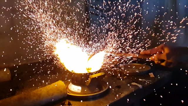 炭ストーブ - 暖炉点の映像素材/bロール