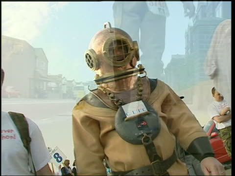 charity runner lloyd scott completes course tx scott along in oldfashioned diving suit taking part in london marathon lib usa new york scott along in... - old diving suit stock videos and b-roll footage