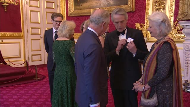 vidéos et rushes de charles and camilla host reception for british oscar winners england london st james' palace throughout*** prince charles and camilla greet officials... - judi dench