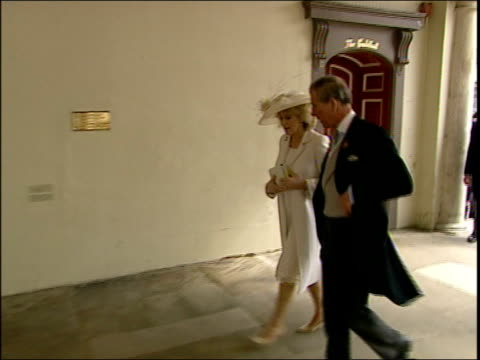 charles and camilla's wedding prince charles prince of wales and camilla arriving at guildhall tbv charles and camilla thru doors to building - prinz von wales stock-videos und b-roll-filmmaterial