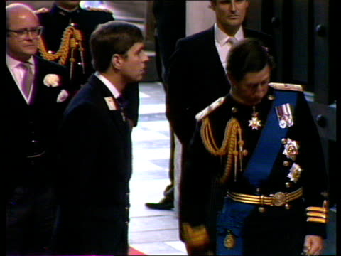 live special part four ceremony ***alastair england london st paul's cathedral int prince charles prince of wales along aisle with prince andrew and... - alastair burnet stock-videos und b-roll-filmmaterial