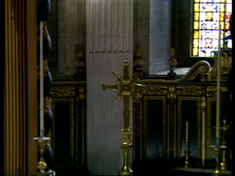 charles and diana wedding: live special: part one: 07.30 - 08.30:; alastair burnet describes the route to st paul's cathedral sot england: london:... - alastair burnet stock videos & royalty-free footage