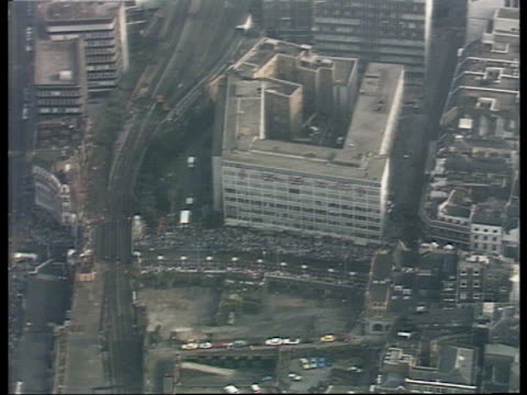 charles and diana wedding: live special: part one: 07.30 - 08.30:; england: london: itn studio: int selina scott to camera sot cutaway london: ext... - aerial view stock videos & royalty-free footage