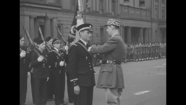 charles de gaulle president of free french committee accompanied by officer walks along front of formation of allied soldiers inspecting them / cu de... - charles de gaulle stock videos & royalty-free footage