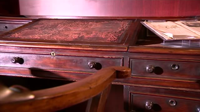 charles dickens' writing desk saved for the nation; various shots of writing desk and chair used by charles dickens close shot of desk close shot of... - charles dickens bildbanksvideor och videomaterial från bakom kulisserna
