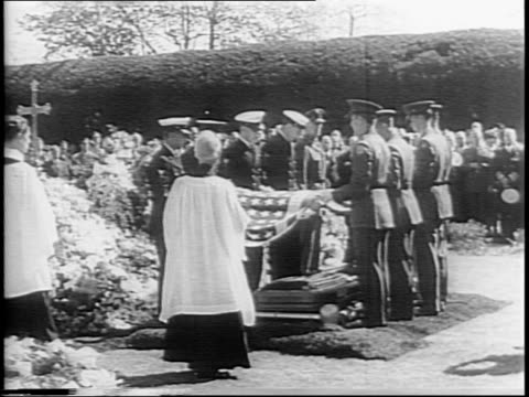 charles evans hughes, harlan f stone, edward stettinius, jr, anthony eden, lord halifax, ema faisal, harry hopkins, eleanor roosevelt gather to mourn... - witwe stock-videos und b-roll-filmmaterial