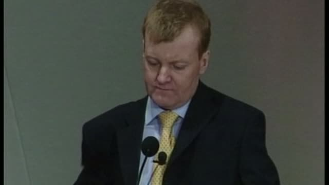 charles kennedy dies aged 55 lib orig t21030409 southport charles kennedy mp standing behind podium at the liberal democrats spring party conference... - イングランド サウスポート点の映像素材/bロール