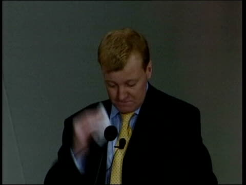 stockvideo's en b-roll-footage met charles kennedy leadership speculation file / tx 2232004 southport charles kennedy mp wiping sweat from brow at party conference file / tx 22304... - southport engeland