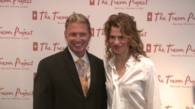 charles robbins and sandra bernhard at the 8th annual trevor project new york gala at new york ny - anno 2008 video stock e b–roll
