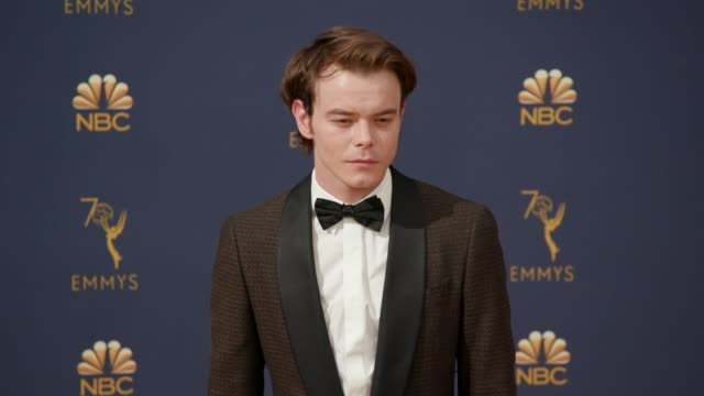 vídeos de stock, filmes e b-roll de charlie heaton at the 70th emmy awards arrivals at microsoft theater on september 17 2018 in los angeles california - 70th annual primetime emmy awards