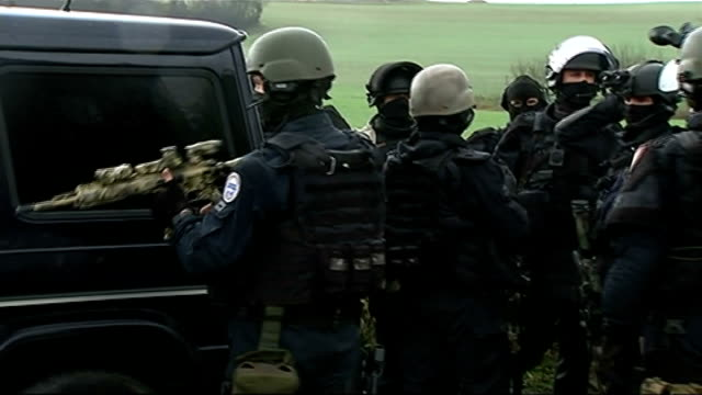 charlie hebdo shooting: manhunt; france: near longport: ext various of armed police officers wearing helmets and protective clothing taking part in... - 風刺点の映像素材/bロール