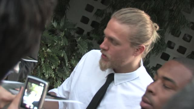 charlie hunnam at the 'sons of anarchy' season three premiere at the arclight hollywood cinema at the celebrity sightings in los angeles at los... - premiere event stock videos & royalty-free footage
