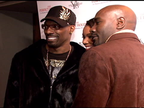charlie murphy gabrielle union and morris chestnut at the stars come out to party and celebrate the perfect holiday at marquee in new york new york... - marquee nightclub manhattan stock-videos und b-roll-filmmaterial