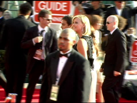 charlize theron and stuart townsend at the 2005 emmy awards at the shrine auditorium in los angeles, california on september 18, 2005. - スチュワート タウンゼント点の映像素材/bロール