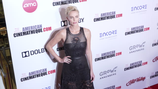 charlize theron at the 33rd american cinematheque award presentation honoring charlize theron at the beverly hilton hotel on november 08, 2019 in... - シャーリーズ・セロン点の映像素材/bロール