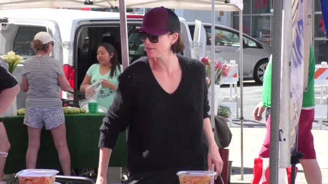 charlize theron refuses to talk about brad pitt while shopping at the farmers market in studio city in celebrity sightings in los angeles, - シャーリーズ・セロン点の映像素材/bロール