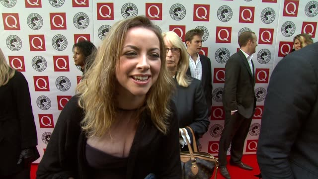 vídeos y material grabado en eventos de stock de charlotte church on her experience at award shows and how she doesn't know anyone at the q awards at london england. - charlotte church
