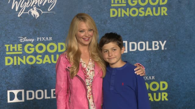 vídeos de stock, filmes e b-roll de charlotte ross at the good dinosaur world premiere at the el capitan theatre on november 17 2015 in hollywood california - cinema el capitán