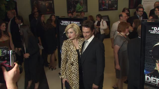vidéos et rushes de charlotte sullivan peter stebbings at the 'defendor' premiere at los angeles ca - peter stebbings