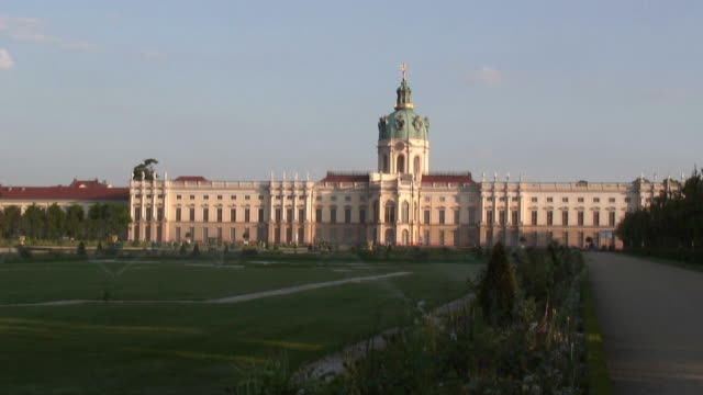 charlottenburg accelerated - hd 1080/60i - charlottenburg palace stock videos & royalty-free footage