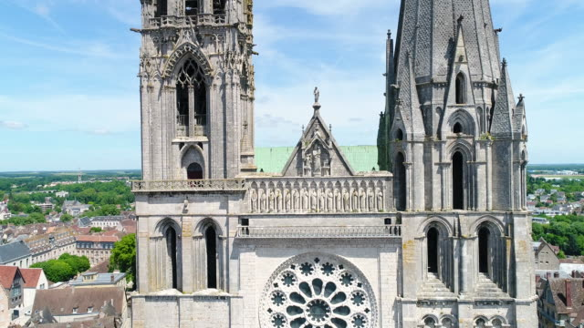 chartres, aerial view of notre dame cathedral - cathedral stock videos & royalty-free footage