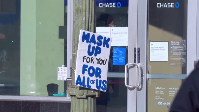 chase bank customers in masks admitted inside by security guard during coronavirus covid-19 pandemic in los angeles, california, 4k - usa stock videos & royalty-free footage