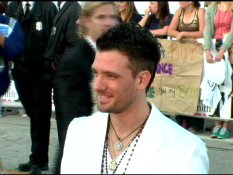 jc chasez at the 'mr and mrs smith' world premiere at the mann village theatre in westwood california on june 7 2005 - jc chasez stock-videos und b-roll-filmmaterial