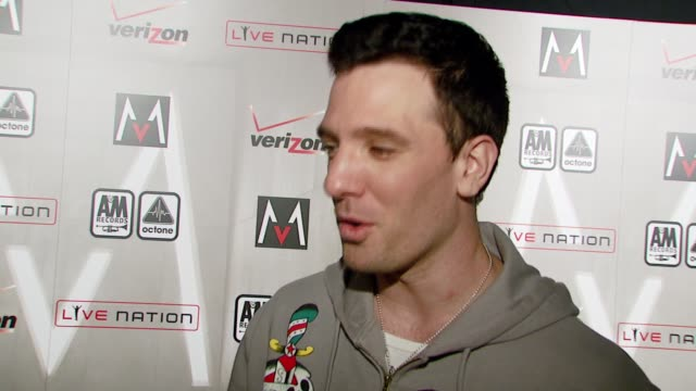 chasez on attending the event and maroon 5's new album at the maroon 5 album release party at the lot in hollywood california on may 22 2007 - jc chasez stock-videos und b-roll-filmmaterial