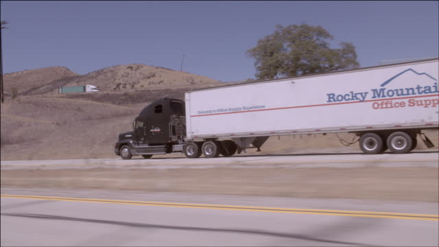 TS SUV chasing a semi-truck on a desert highway / Los Angeles, California, United States