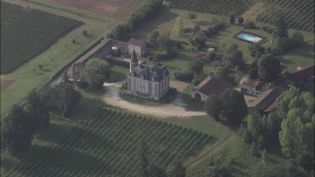 vidéos et rushes de chateau at beychac-et-caillau - aquitaine