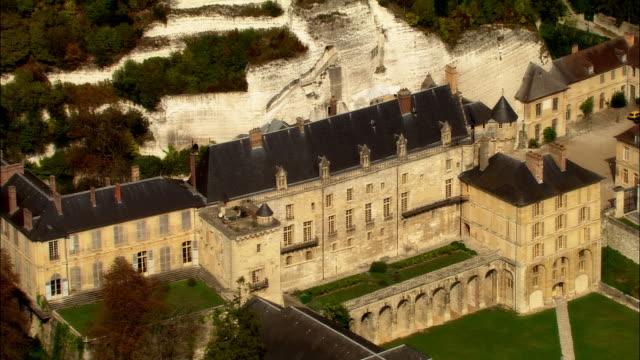 vidéos et rushes de aerial chateau de la roche-guyon/ roche-guyon, france - xiième siècle
