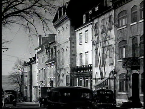 chateau frontenac hotel. vs residential houses w/ cars fg european look. ext french inn. man delivering bread from back of horse drawn small covered... - 1943 stock-videos und b-roll-filmmaterial
