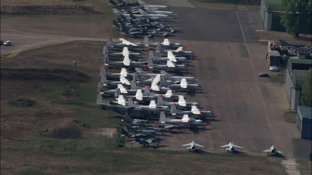 chateaudun air base  - aerial view - centre, eure-et-loir, arrondissement de châteaudun, france - airplane hangar stock videos and b-roll footage